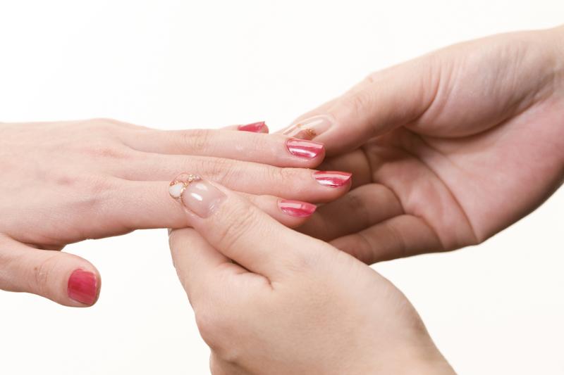 ネイルで爪を傷めないための注意点